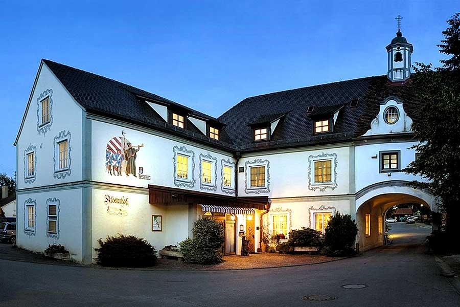 Hotel-Aussen-900x600